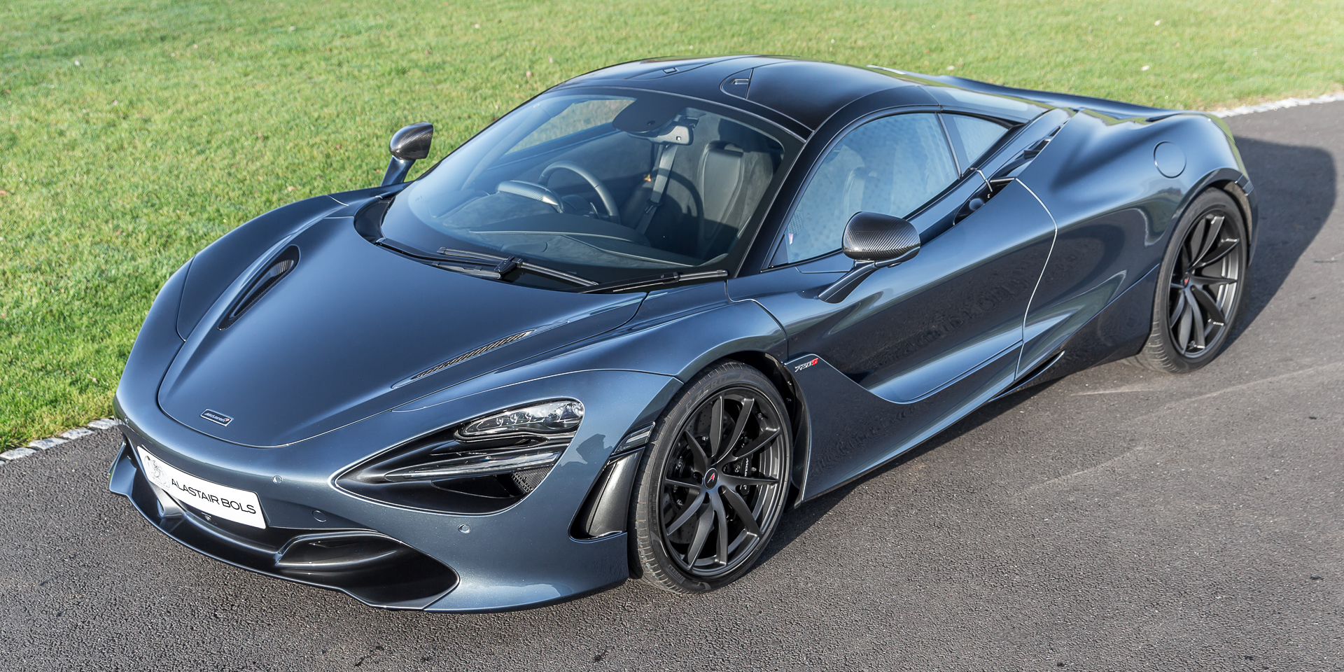 McLaren 720S Performance Ultimate Stealth Saros