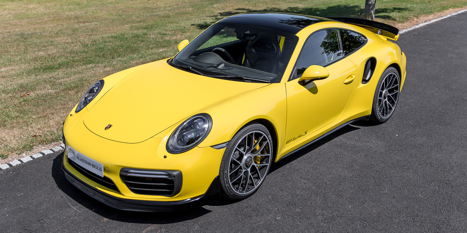 Porsche 991.2 TurboS Racing Yellow