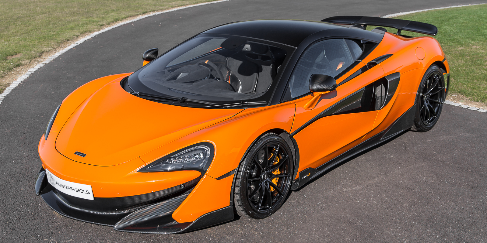 McLaren 600LT Myan Orange with Carbon packs