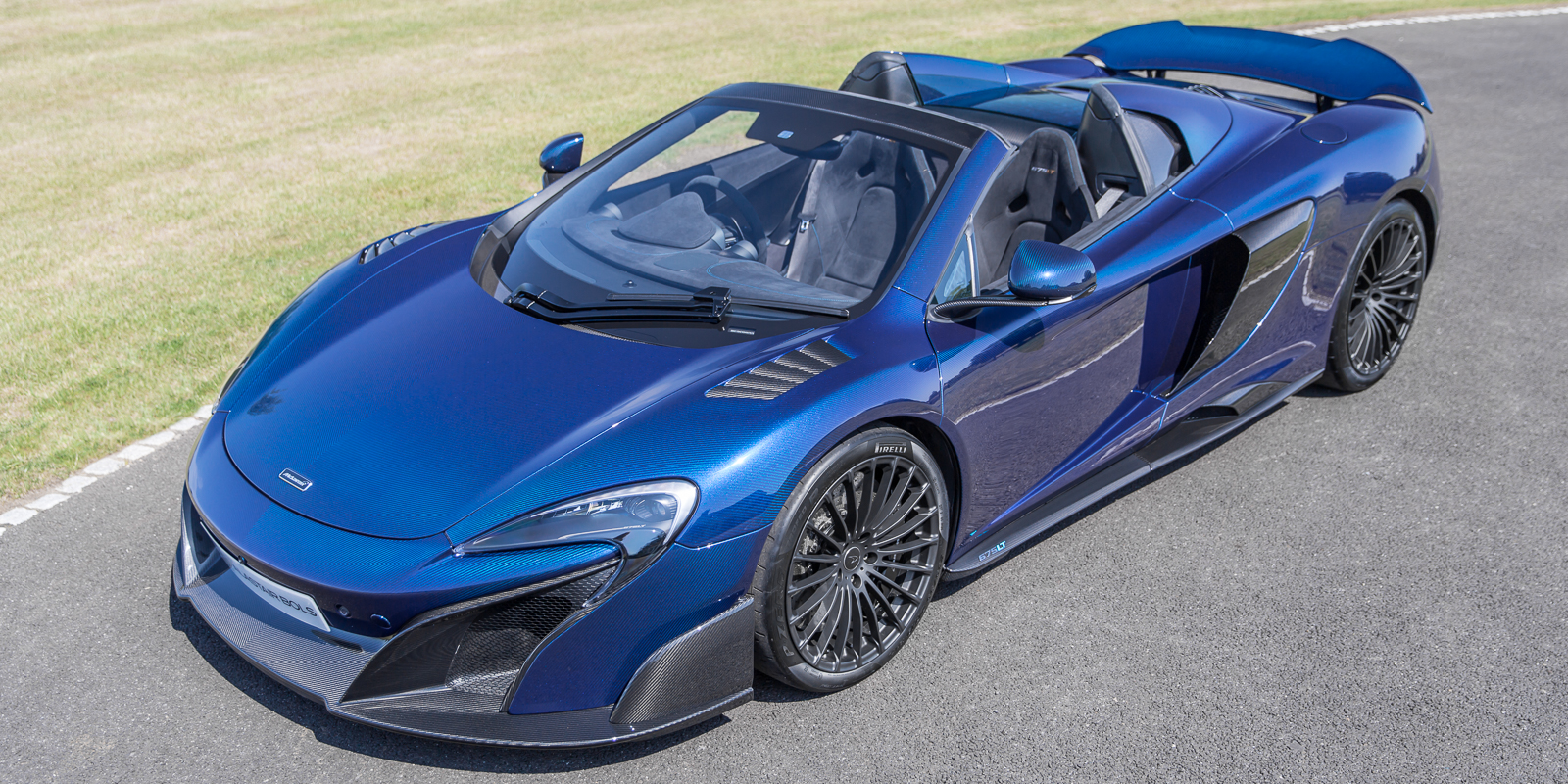 McLaren 675LT Spider Carbon Series in Blue metallic