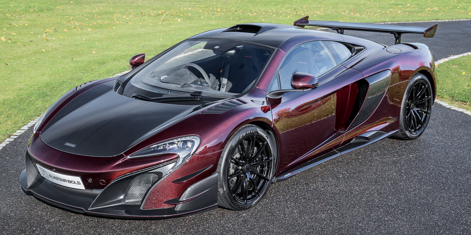 McLaren MSO HS 688 – VISUAL CARBON CANDY RED